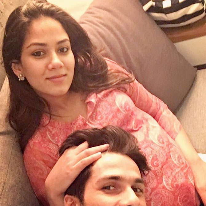 Current Bollywood News & Movies - Indian Movie Reviews, Hindi Music & Gossip - PHOTO: Shahid's adorable selfie with pregnant wife