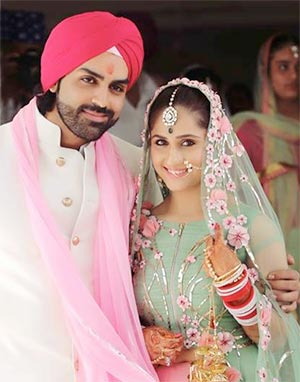 Current Bollywood News & Movies - Indian Movie Reviews, Hindi Music & Gossip - PIX: TV actors Hunar Hale-Mayank Gandhi get married