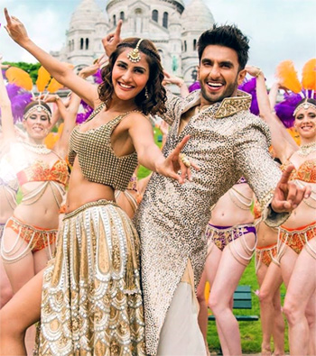 Vani Kapoor and Ranveer Singh dance with abandon in Befikre