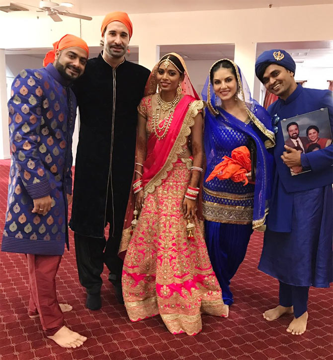 Pix Sunny Leone Attends Brother S La Wedding