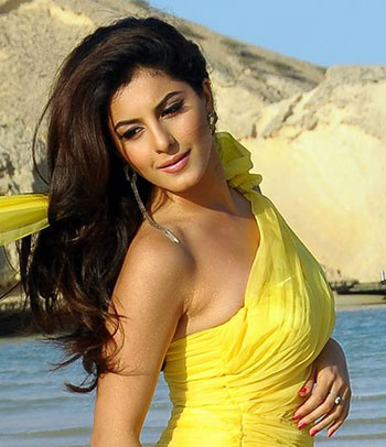 Current Bollywood News & Movies - Indian Movie Reviews, Hindi Music & Gossip - Celebrating Malayalam actress Isha Talwar!