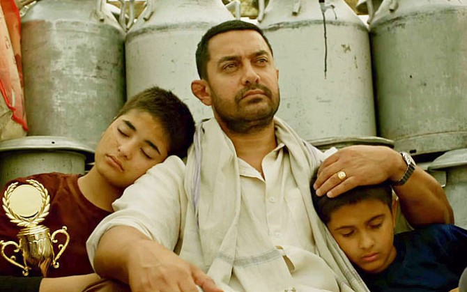 Aamir Khan with his exhausted daughters in the film, Dangal.