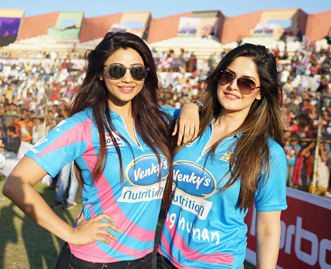 Current Bollywood News & Movies - Indian Movie Reviews, Hindi Music & Gossip - PIX: Daisy, Zarine, Salman spotted at celebrity cricket matches