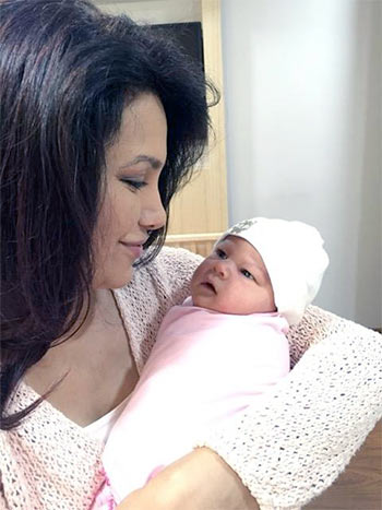 Current Bollywood News & Movies - Indian Movie Reviews, Hindi Music & Gossip - PIX: Diana Hayden welcomes baby girl