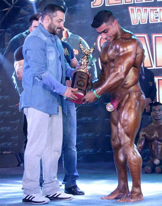 Current Bollywood News & Movies - Indian Movie Reviews, Hindi Music & Gossip - Salman attends bodybuilding competition