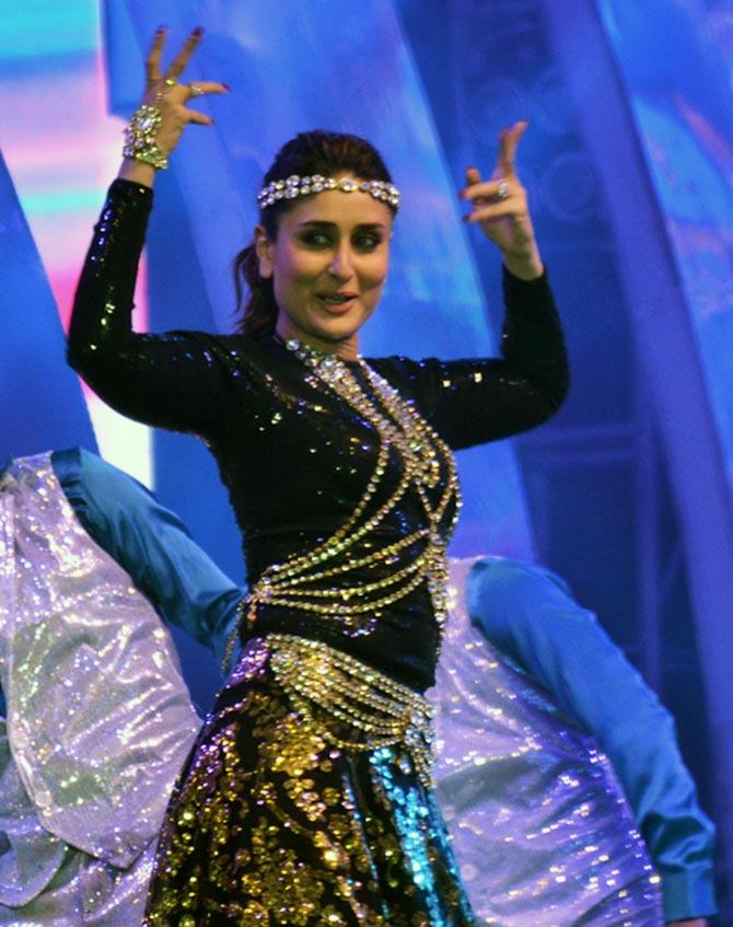 Current Bollywood News & Movies - Indian Movie Reviews, Hindi Music & Gossip - PIX: Kareena, Saif, Ranveer perform at Saifai Mahotsav