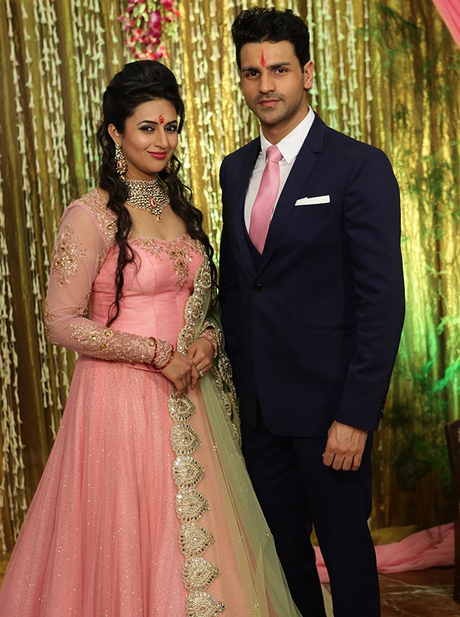 Current Bollywood News & Movies - Indian Movie Reviews, Hindi Music & Gossip - PIX: Divyanka Tripathi gets engaged to Vivek Dahiya