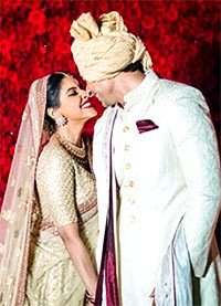 Current Bollywood News & Movies - Indian Movie Reviews, Hindi Music & Gossip - PIX: Candid moments from Asin-Rahul's GRAND wedding
