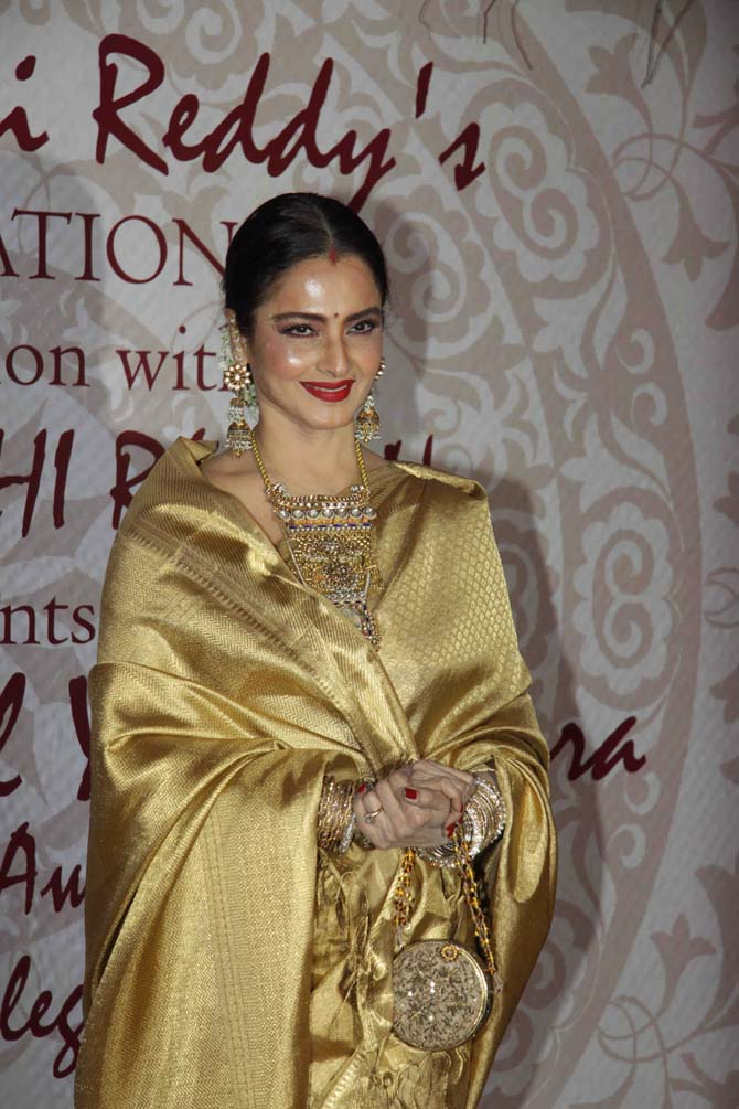 Current Bollywood News & Movies - Indian Movie Reviews, Hindi Music & Gossip - PIX: Rekha, Sridevi mingle at award function