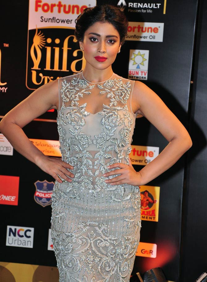 Current Bollywood News & Movies - Indian Movie Reviews, Hindi Music & Gossip - PIX: Mahesh Babu, Shriya Saran at IIFA Utsavam awards