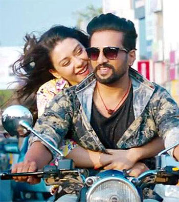 Current Bollywood News & Movies - Indian Movie Reviews, Hindi Music & Gossip - Review: Dhilluku Dhuddu is a waste of time