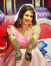 Current Bollywood News & Movies - Indian Movie Reviews, Hindi Music & Gossip - PIX: Divyanka Tripathi's mehendi ceremony