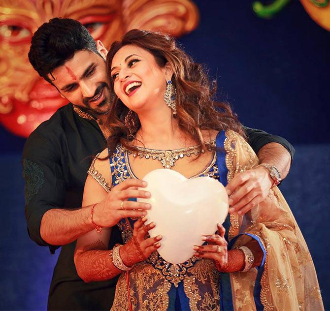 Current Bollywood News & Movies - Indian Movie Reviews, Hindi Music & Gossip - Divyanka Tripathy's FUN sangeet pictures!
