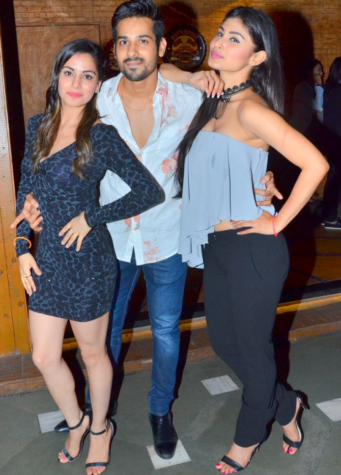 Current Bollywood News & Movies - Indian Movie Reviews, Hindi Music & Gossip - PIX: Mouni Roy, Puja Banerjee party with Kunal Verma