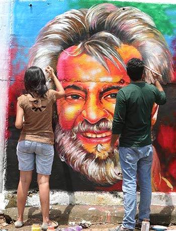 Current Bollywood News & Movies - Indian Movie Reviews, Hindi Music & Gossip - PIX: Kabali fever grips Mumbai