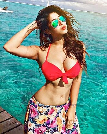 Current Bollywood News & Movies - Indian Movie Reviews, Hindi Music & Gossip - PIX: TV actress Sonarika Bhadoria flaunts her curves in a bikini
