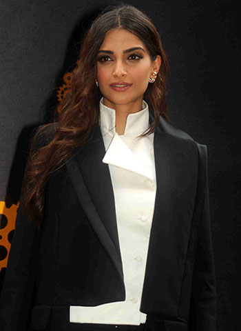 Current Bollywood News & Movies - Indian Movie Reviews, Hindi Music & Gossip - PIX: Sonam, Aamir support Anil Kapoor's 24, Season 2