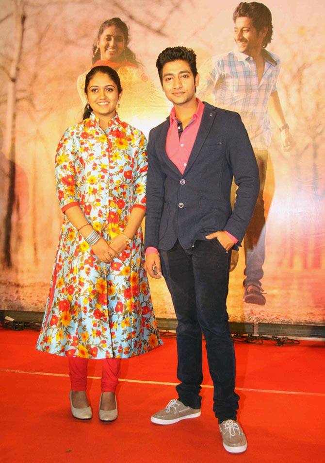 Current Bollywood News & Movies - Indian Movie Reviews, Hindi Music & Gossip - PIX: Team Sairat celebrates film's success