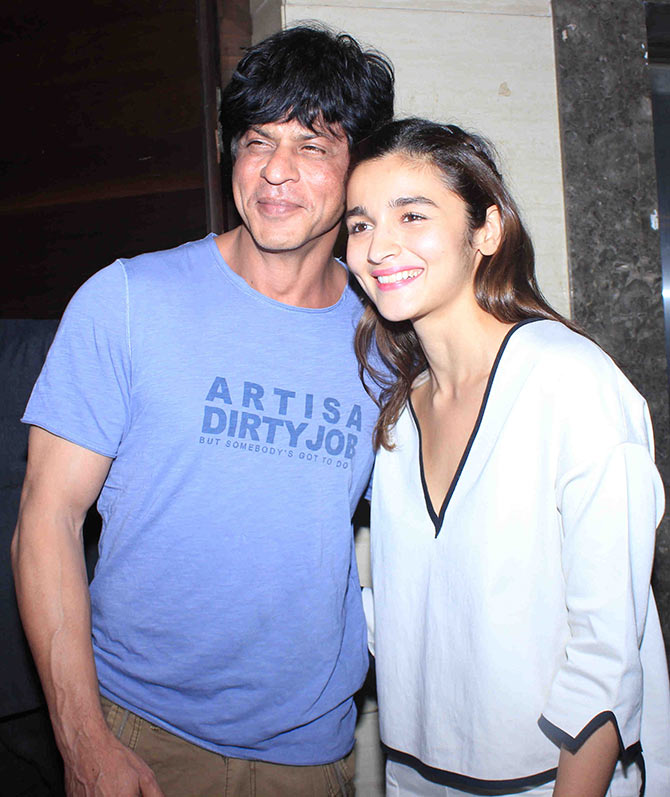 Current Bollywood News & Movies - Indian Movie Reviews, Hindi Music & Gossip - PIX: Shah Rukh watches Udta Punjab with Alia