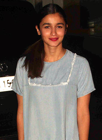 Current Bollywood News & Movies - Indian Movie Reviews, Hindi Music & Gossip - PIX: Alia Bhatt parties with Shahid