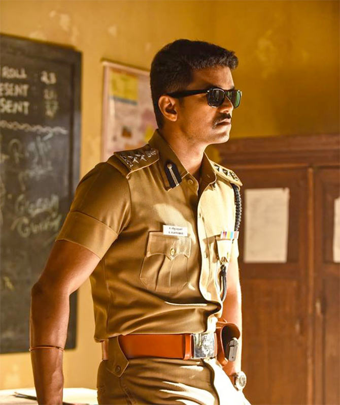 Current Bollywood News & Movies - Indian Movie Reviews, Hindi Music & Gossip - Who will get the Theri remake, SRK or Akshay Kumar?