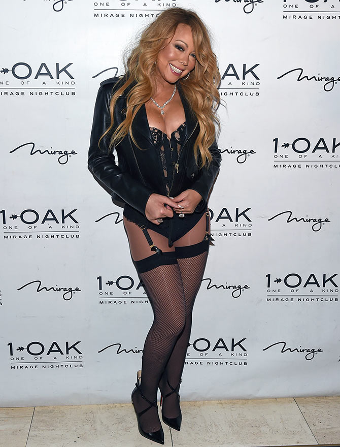Mariah Carey hits the red carpet in lingerie!