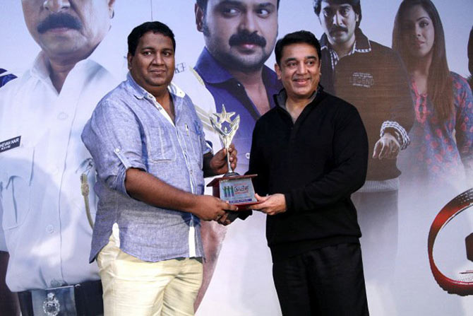 Rajesh Pillai receives an award from Kamal Haasan