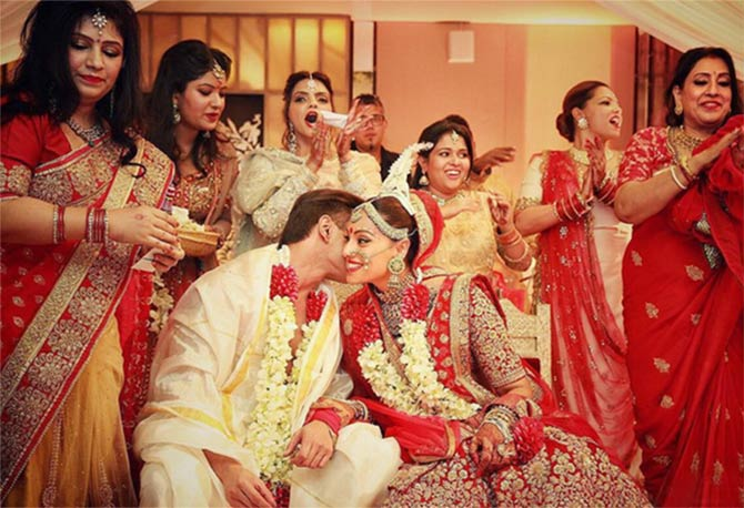 Sofia Hayat shares a steamy lip-lock with hubby Pics Bipasha hayat wedding pictures