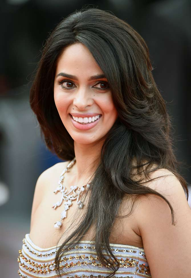 Current Bollywood News & Movies - Indian Movie Reviews, Hindi Music & Gossip - Cannes 2016: Mallika Sherawat rocks the red carpet