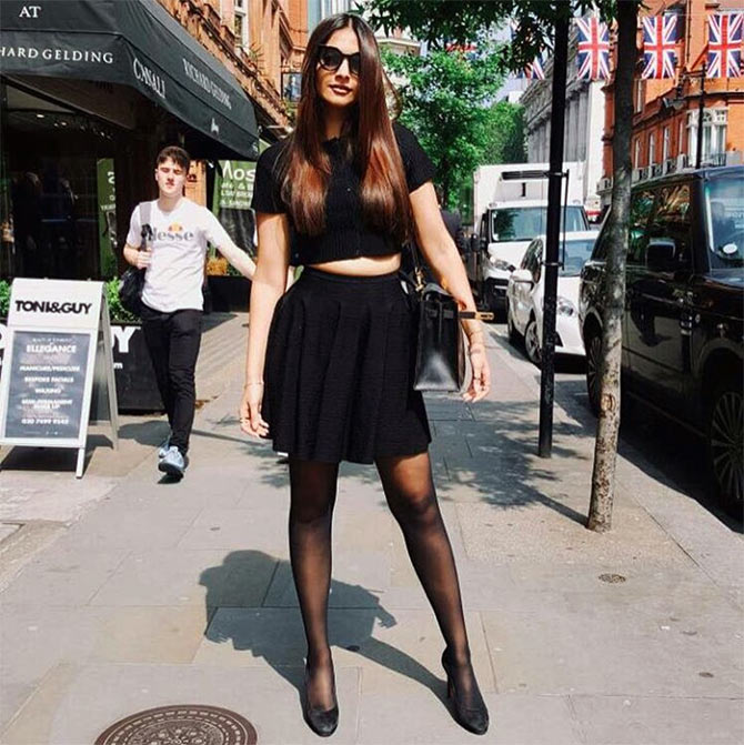 Current Bollywood News & Movies - Indian Movie Reviews, Hindi Music & Gossip - Sonam enjoys London, before going to Cannes!