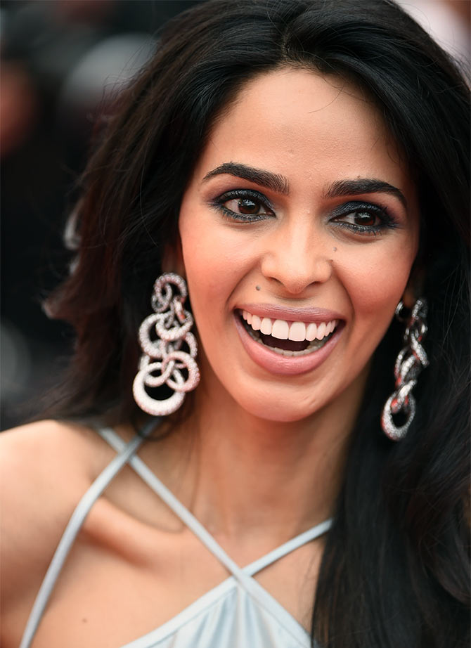 Current Bollywood News & Movies - Indian Movie Reviews, Hindi Music & Gossip - Cannes 2016: Silver girl Mallika Sherawat
