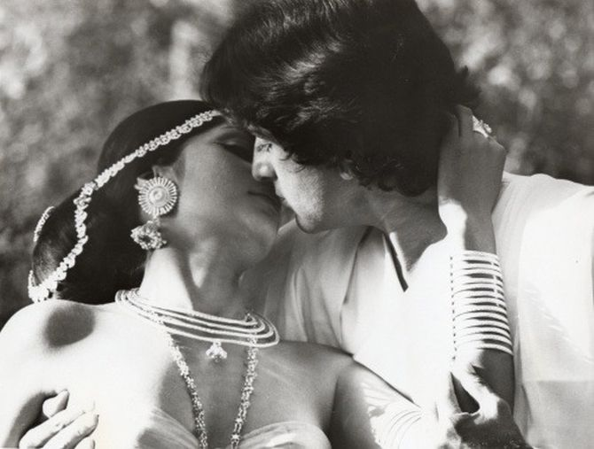 Shashi Kapoor taught Simi Garewal how to kiss for the camera in Siddhartha.