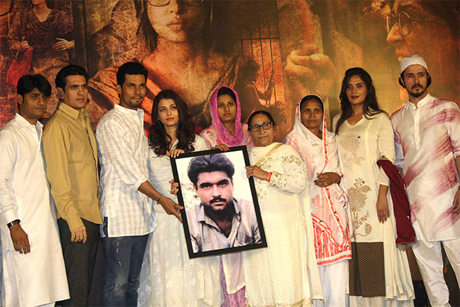 Sarabjit team with Srabjit Singh's family