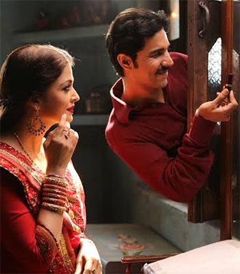 Current Bollywood News & Movies - Indian Movie Reviews, Hindi Music & Gossip - Review: Sarbjit: A shrill, soppy melodrama