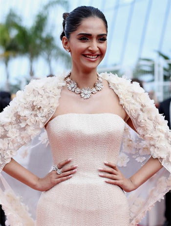 Current Bollywood News & Movies - Indian Movie Reviews, Hindi Music & Gossip - Ash, Sonam, Freida: Who looked the best at Cannes?