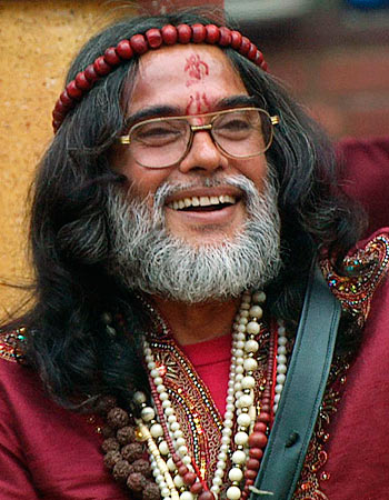 Current Bollywood News & Movies - Indian Movie Reviews, Hindi Music & Gossip - Bigg Boss 10: Swami Om says he was Rekha, Hema's guru!