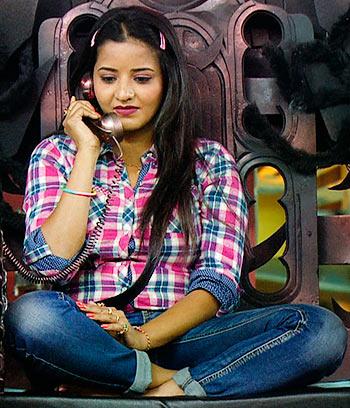 Current Bollywood News & Movies - Indian Movie Reviews, Hindi Music & Gossip - Bigg Boss 10: Mona Lisa, the ultimate temptress