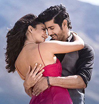 Current Bollywood News & Movies - Indian Movie Reviews, Hindi Music & Gossip - Tum Bin II Review: Silly, snivelling, superficial schmaltz!