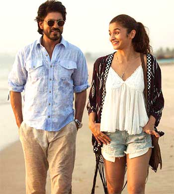 Current Bollywood News & Movies - Indian Movie Reviews, Hindi Music & Gossip - Review: Dear Zindagi's high on sublime Alia, splendid SRK!
