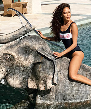 Current Bollywood News & Movies - Indian Movie Reviews, Hindi Music & Gossip - PIX: Lisa Haydon's Italian holiday