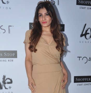 Current Bollywood News & Movies - Indian Movie Reviews, Hindi Music & Gossip - PIX: Raveena, Farah mingle at a launch event