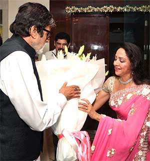 Current Bollywood News & Movies - Indian Movie Reviews, Hindi Music & Gossip - PIX: Amitabh-Shatrughan party with Hema Malini
