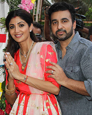 Current Bollywood News & Movies - Indian Movie Reviews, Hindi Music & Gossip - PIX: Shilpa Shetty bids farewell to Ganpati in style