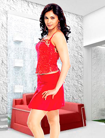 Current Bollywood News & Movies - Indian Movie Reviews, Hindi Music & Gossip - Quiz: How well do you know Isha Koppikar?