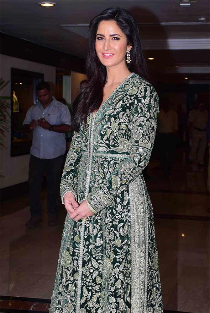Current Bollywood News & Movies - Indian Movie Reviews, Hindi Music & Gossip - PIX: Katrina receives Smita Patil Memorial award