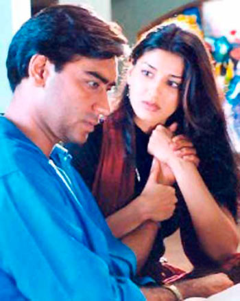 Current Bollywood News & Movies - Indian Movie Reviews, Hindi Music & Gossip - Quiz: Who played Ajay Devgn's father in Zakhm?