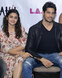 Current Bollywood News & Movies - Indian Movie Reviews, Hindi Music & Gossip - Spotted: Alia Bhatt, Sidharth in Chicago