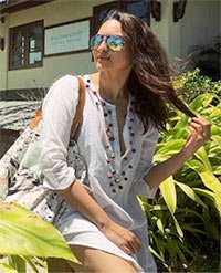 Current Bollywood News & Movies - Indian Movie Reviews, Hindi Music & Gossip - PIX: Sonakshi holidays in Seychelles