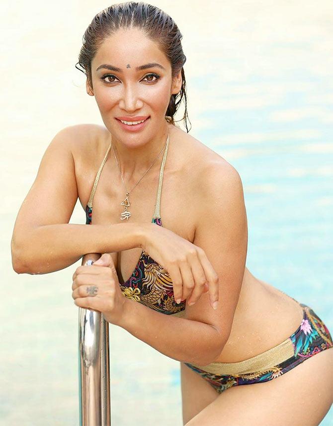 Current Bollywood News & Movies - Indian Movie Reviews, Hindi Music & Gossip - 'Nun' Sofia Hayat dons a bikini!