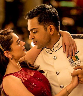 Current Bollywood News & Movies - Indian Movie Reviews, Hindi Music & Gossip - Review: Kaatru Veliyidai: A beautiful romance